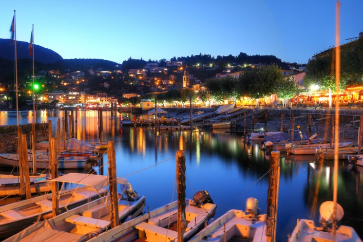 Lago Maggiore_Ascona_by night_harbour_shutterstock_143471302