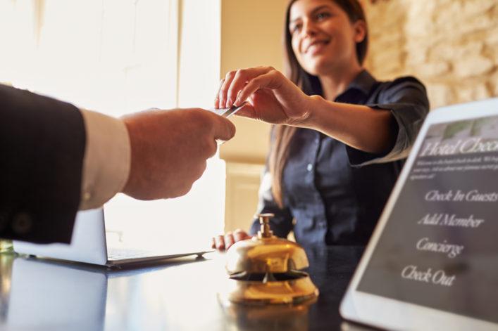 Gefälschte Hotelbewertungen erkennen