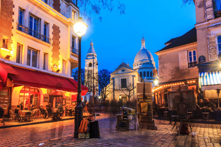 Place du Tertre iStock_000084261613_Large-2