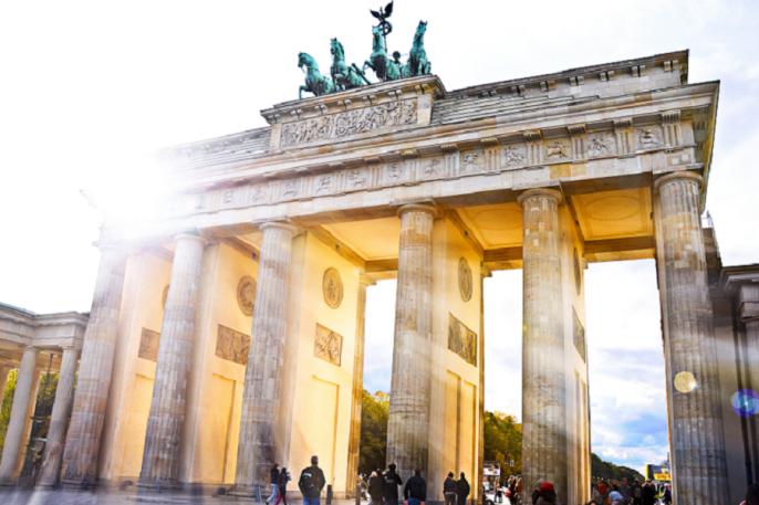 Artikelbild_Berlin_Brandenburger_Tor_Sonnenschein