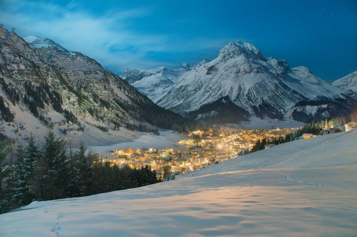 Lech am Arlberg in Österreich shutterstock_625773638