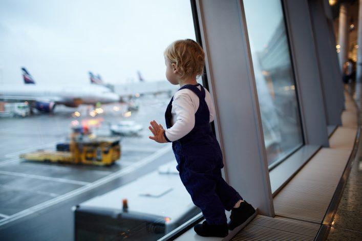 Reisen mit Kleinkind, Fliegen, Tipps, Reiseziele