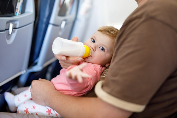 Reisen mit Kleinkind, Fliegen, Tipps, Beschäftigung