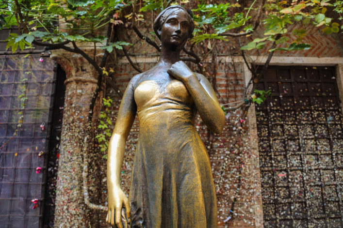 Glück, Julia Statue Verona