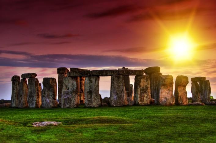 Stonehenge UK shutterstock_107390111