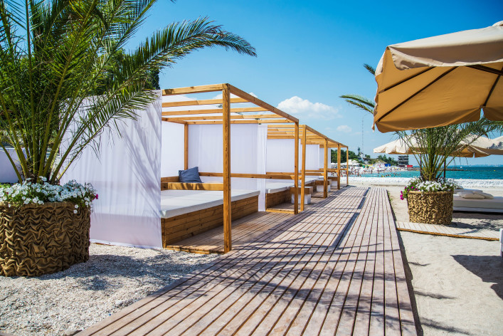 Beach club shutterstock_146390966-2