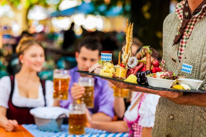 Biergärten in München Essen und Bier