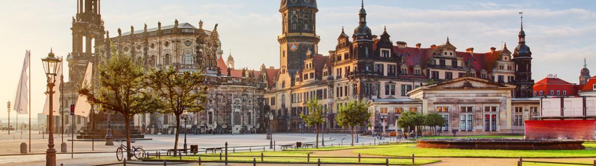 Dresden square at sunrise – Hofkirche
