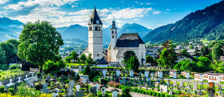 Kitzbühel Liebfrauenkirche iStock_000073594291_Large-2