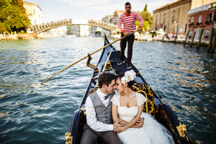 Beautiful wedding couple in Venice shutterstock_409819300-2