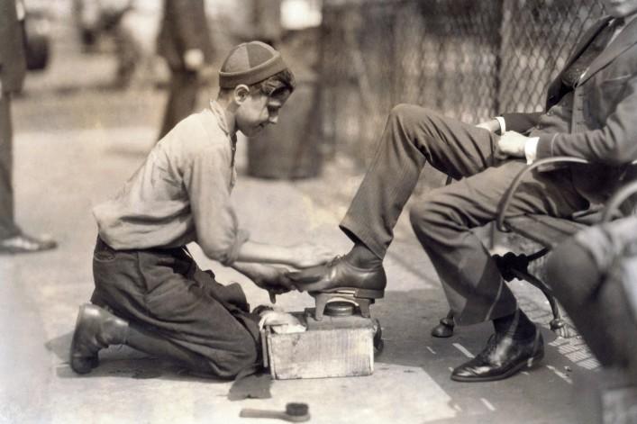 Child labor_Slavery_Bowling Green, New York City 1924_shutterstock_238811092