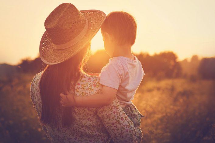 Urlaub auf dem Bauernhof Mutter und Kind