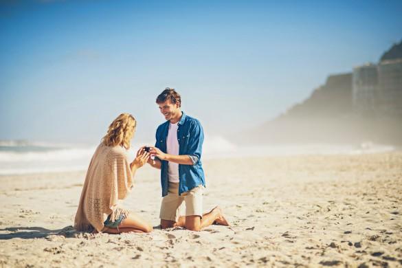 Heiratsantrag am Strand