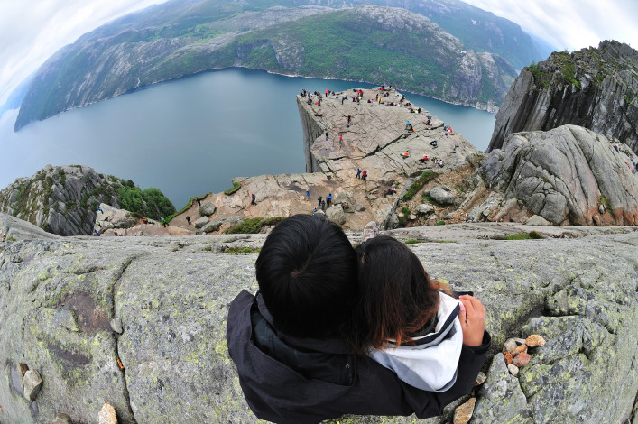 Blicken Sie der Preikestolen Stockfoto in Norwegen_iStock