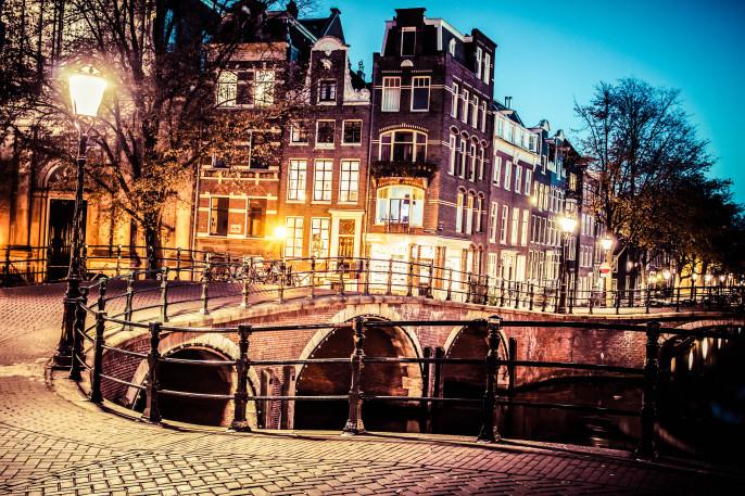 Amsterdam Bridge shutterstock_144846322-2