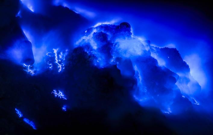 Blue Flame in Kawah Ijen volcano, East Java,indonesian shutterstock_194728622-2