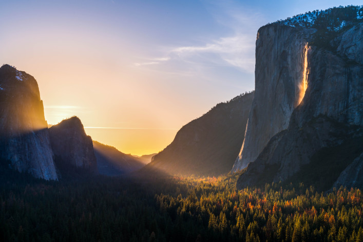 Fire fall and the Yosemite valley shutterstock_388257445-2