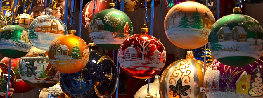 Weihnachtsmarkt_weihnachtskugeln_chrsitmas_158965382 (1)