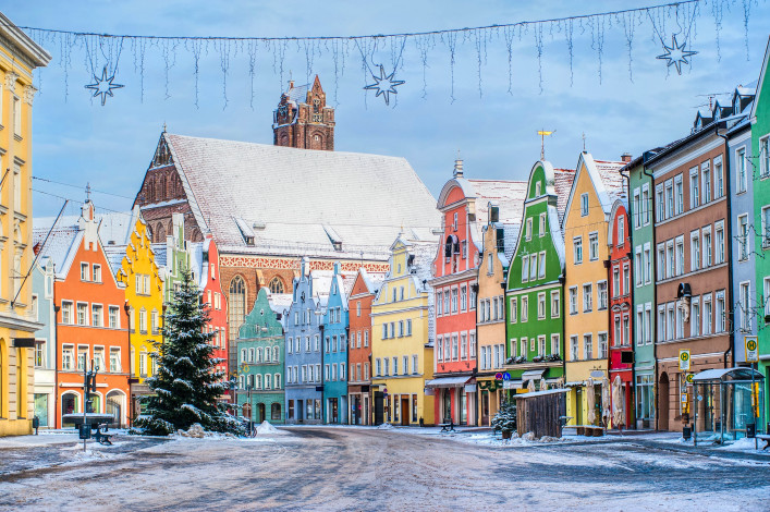 Colorful house line in old bavarian town near Munich in winter shutterstock_68622154-2