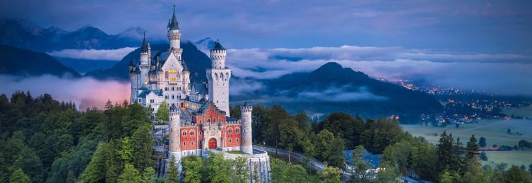 Schloss Neuschwanstein beleuchtet, Nachts, Märchen