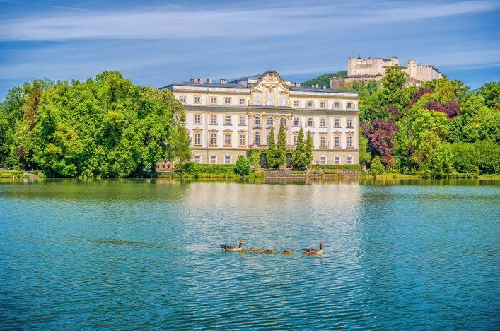 Schloss Leopoldskron bei Salzburg shutterstock_448216345
