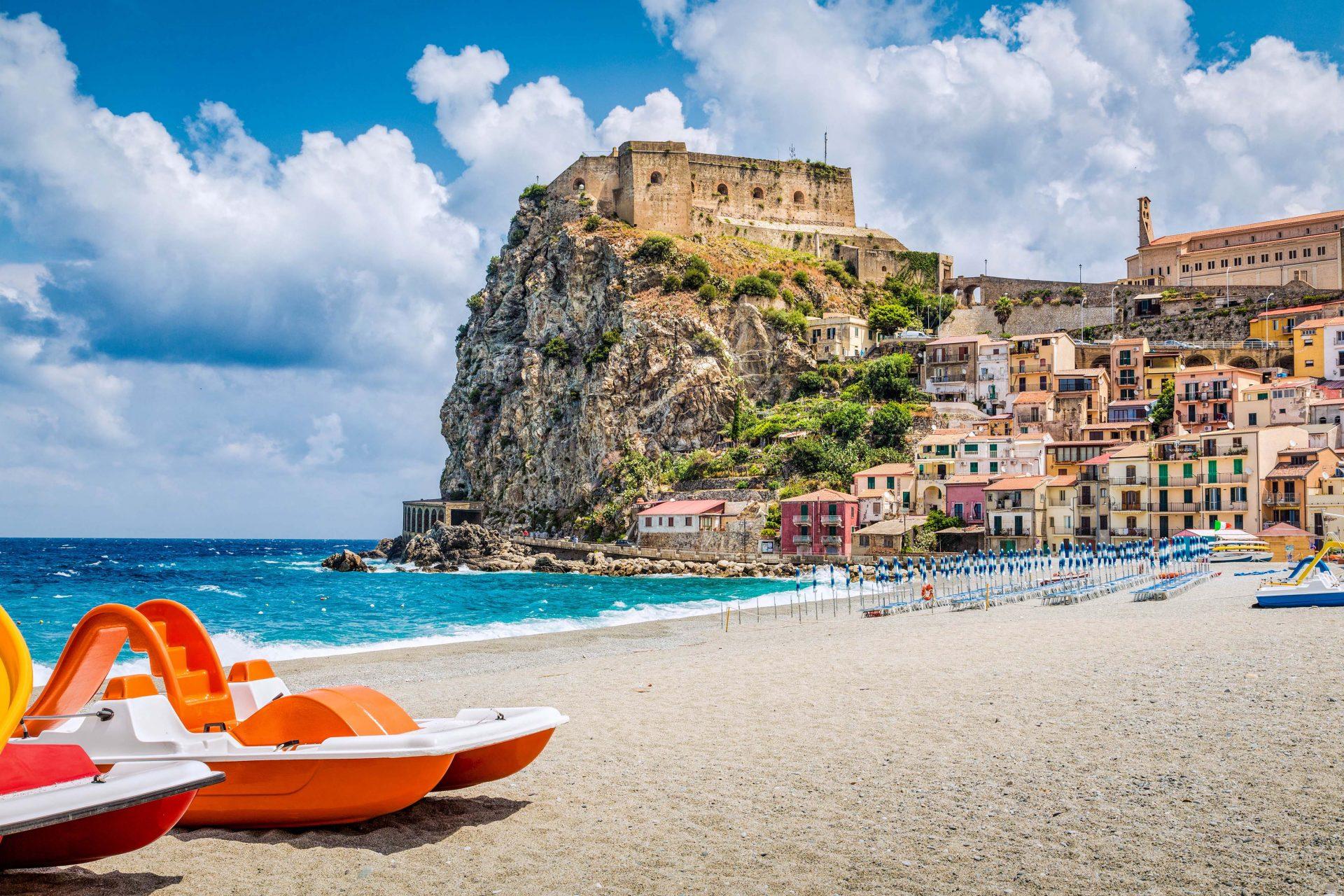 Der Strand von Kalabrien in Italien