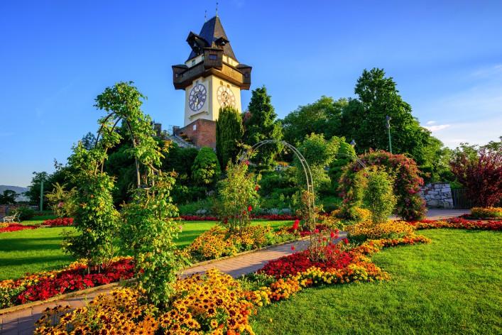 Steiermark_Uhrturm_Blumengarten_Schlossberg_Graz_Austria_shutterstock_478097368