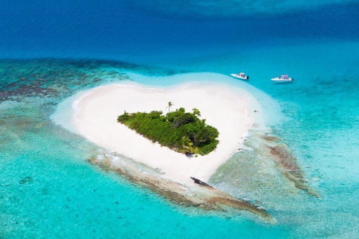 Perfekt für Verliebte: Ich stelle euch die schönsten Inseln in Herzform vor