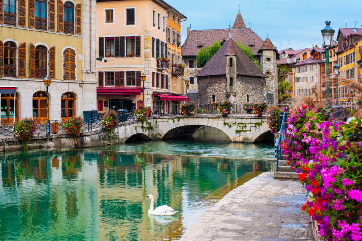 Annecy and Palais de l'Isle shutterstock_117618169-2