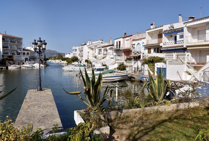 Empuriabravia Spanien iStock_000039553334_Large_1200