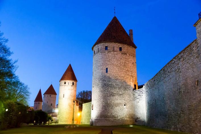 Historische Stadtmauer Tallinn iStock_000047094096_Large-2_1200
