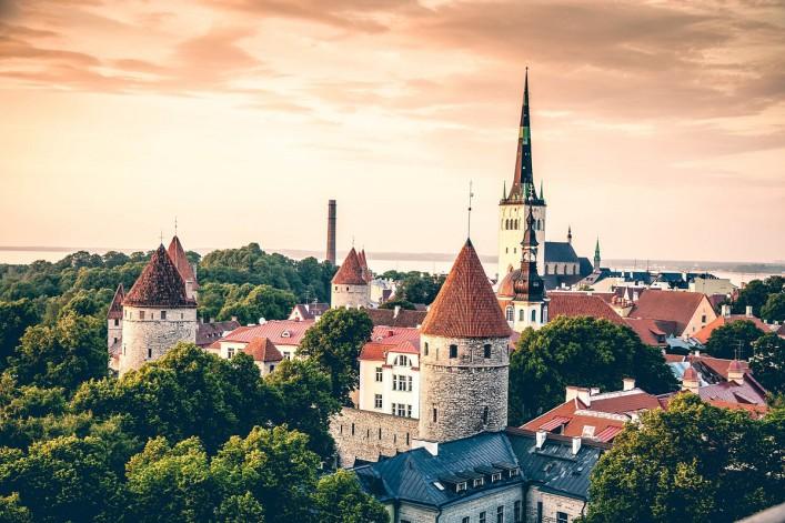 Luftaufnahme Altstadt Tallinn iStock_000049223188_Large-2_1200