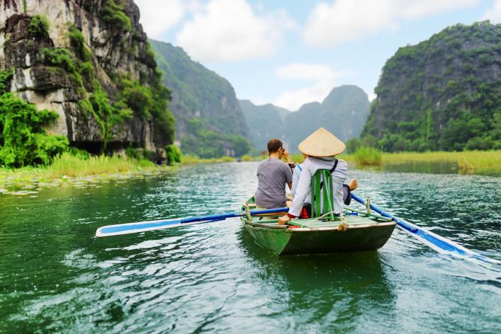 Tourist boattour shutterstock_343170872