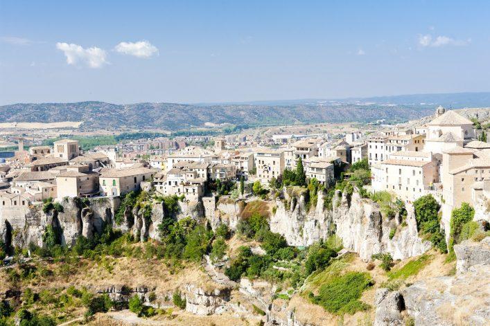 Cuenca, eine entzückende mittelalterliche Stadt, die sich malerisch auf einem Felsplateau zwischen den beiden Flüssen Júcar und Huécar befindet.