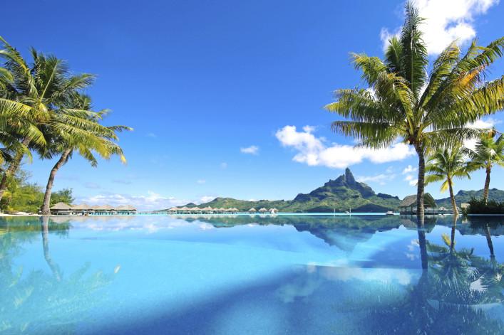 Beautiful Bora Bora Tahiti – iStock_000086031683_Large