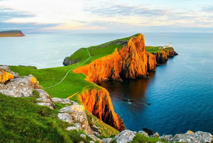 Neist Point Lighthouse Skye iStock_000055132968_Large-2