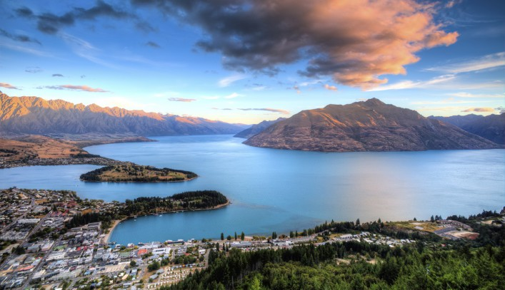Queenstown Sunset iStock_000038346736_Large