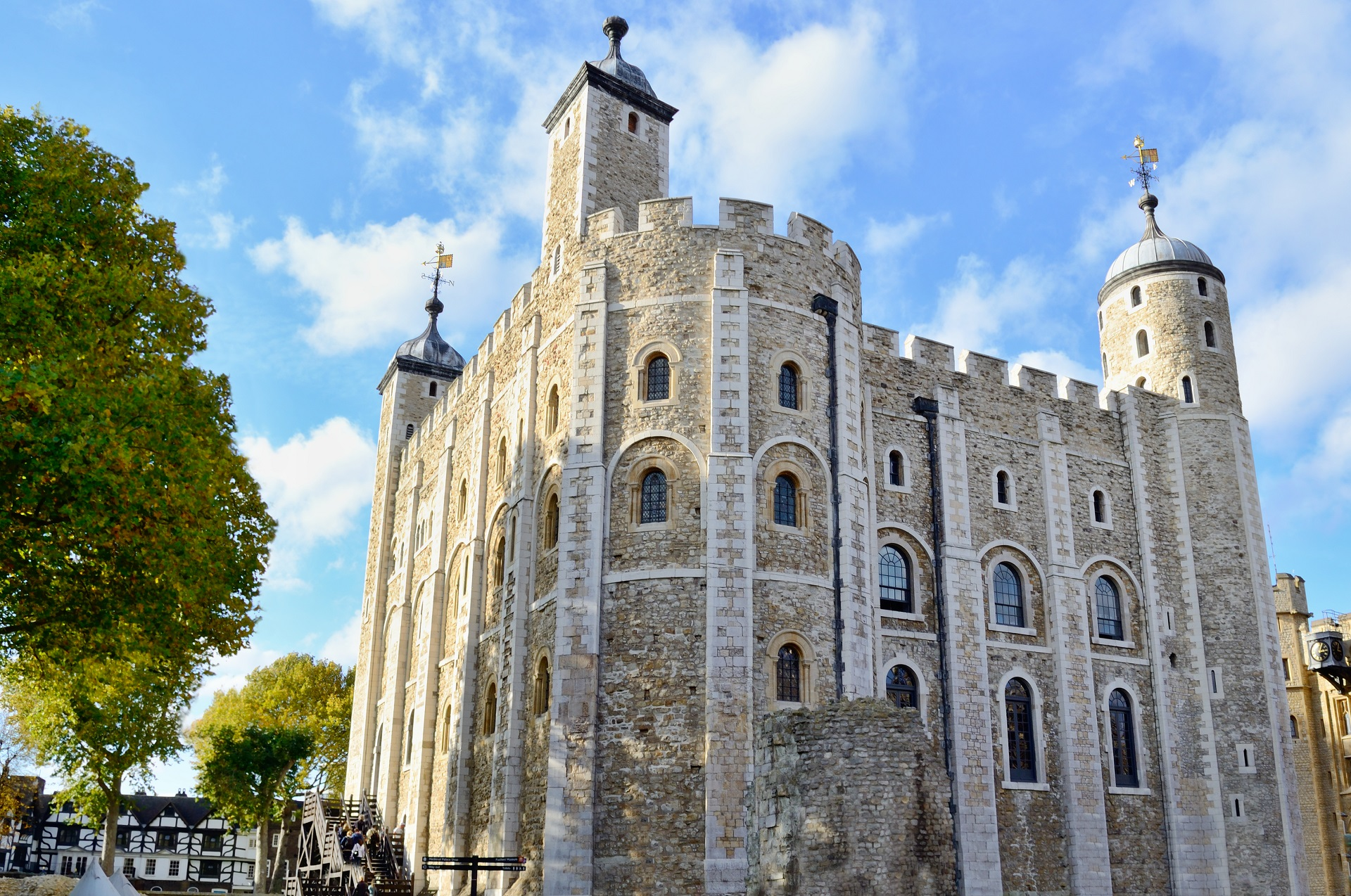 tower of london The tower of london, officially her majesty's royal palace and fortress of the tower of london, is a historic castle located on the north bank of the .