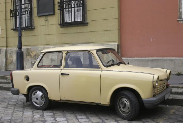 Trabant Trabi Pappauto iStock_000000214443_Large_1200