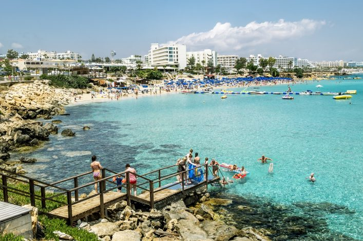 EDITORIAL fig tree bay zypern shutterstock_448391476