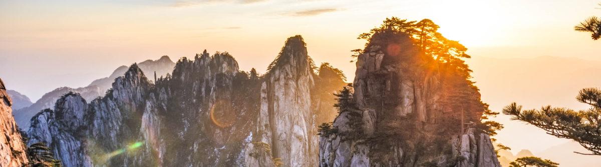 Sonnenaufgang im Huangshan Gebirge