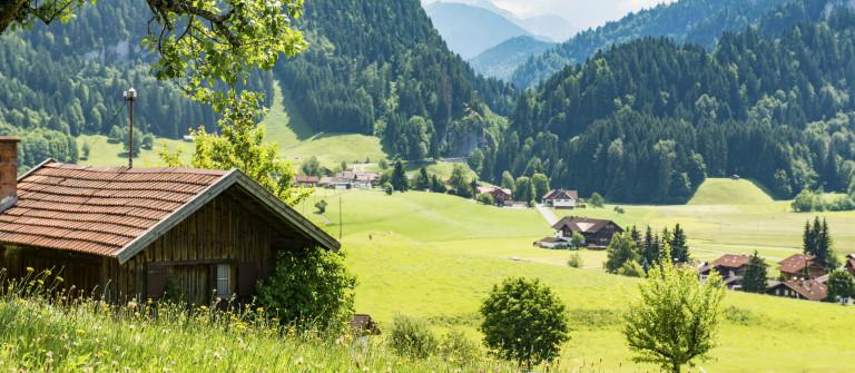 Bayern Landschaft Alpen iStock_000079210635_Large
