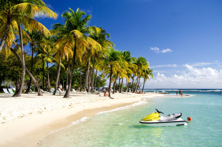 Caribbean Watersports Guadeloupe Carribean Sea iStock_000001716787_Large-2