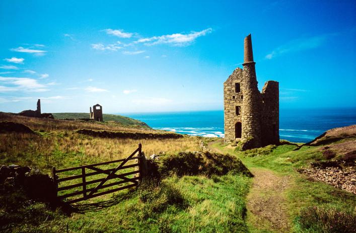 Cornwall – England iStock_000011468724_Medium-2