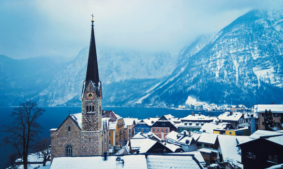 Hallstatt Skyline und evangelic church iStock_000019287774_Large-2