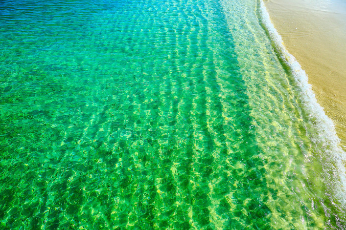 Idyllic Beach and see trough Caribbean Sea, Aruba iStock_000053973028_Large-2
