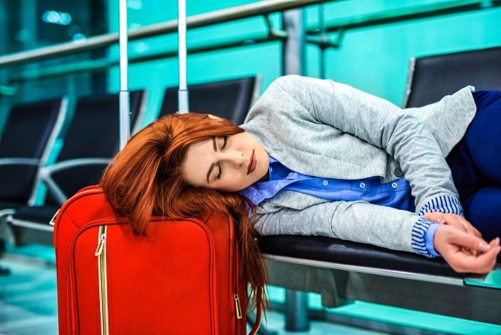 Müde meinen Flug warten iStock_000066482031_Large-2
