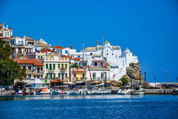 Skopelos-Altstadt Greece Griechenland iStock_000077946243_Large-2