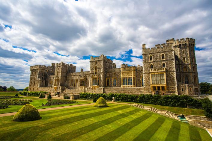 Windsor castle near London, United Kingdom shutterstock_164672474-2