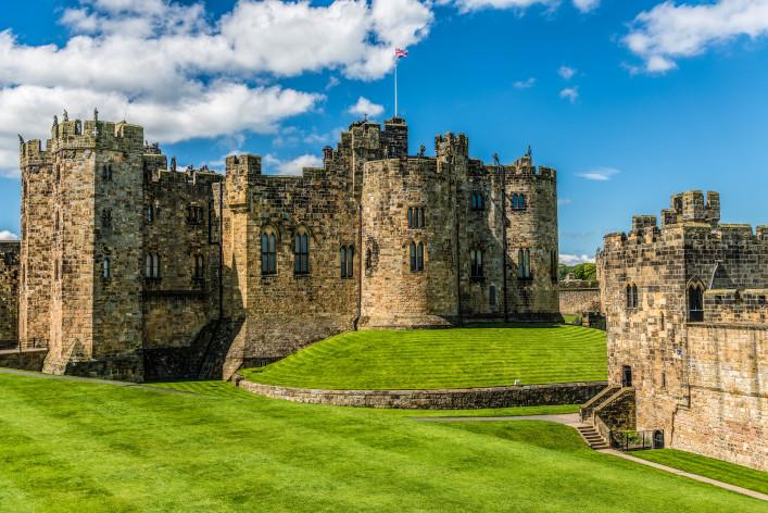 Alnwick Castle, England shutterstock_219273655-2